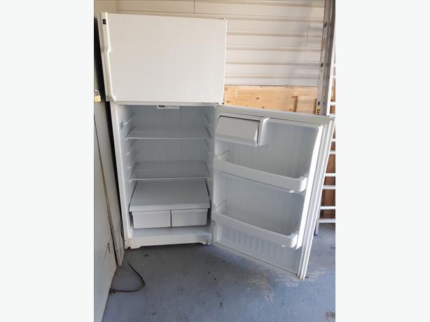 Hotpoint by GE white 18 cu ft. fridge with top freezer