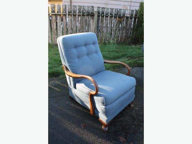 GOTTA HAVE THIS TEAK ARMED FAB CHAIR $30