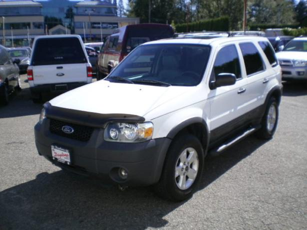 2005 Ford Escape XLT, awd, leather, sunroof,