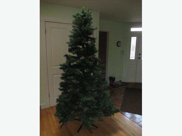 7 1/2 foot tall Christmas Tree