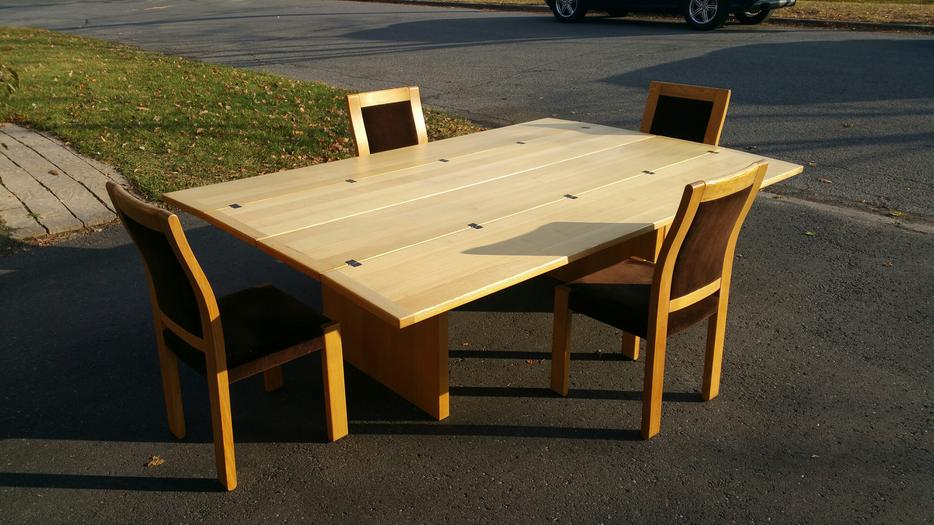 Beautiful Solid Oak Dining Table With 6 Chairs Central  : 56597894934 from www.usedgatineau.com size 934 x 525 jpeg 80kB
