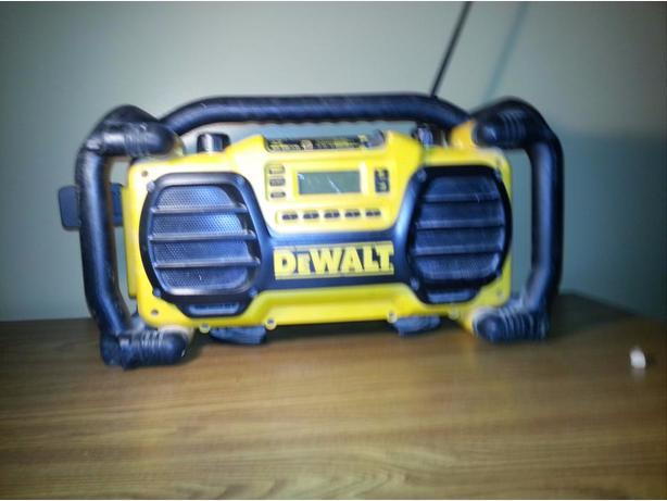 DeWalt 18v radio charger