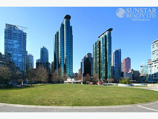 Coal Harbour 1 Bed 1 Bath 527sf Condo by Seawall @ Harbourside Park