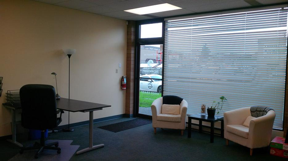 Shared office space w reception area reduced saanich for Shared office space montreal