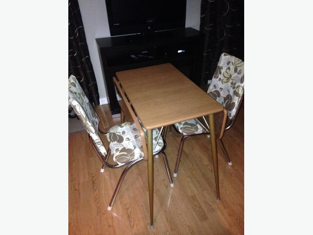 Retro fold down table and 2 chairs