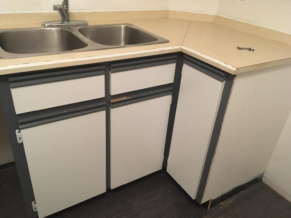 Free kitchen cabinets victoria city victoria for Kitchen cabinets kamloops