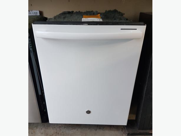 Ge profile white dishwasher with stainless interior west shore langford colwood metchosin for White dishwasher with stainless steel interior