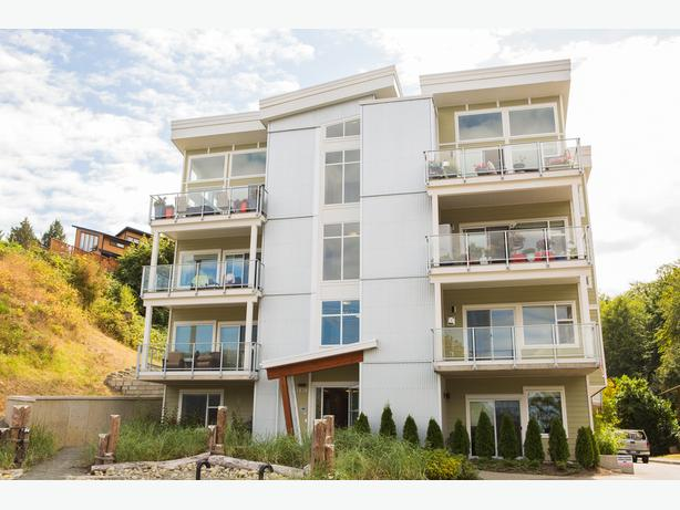 Gorgeous 2 bed condo steps from the ocean