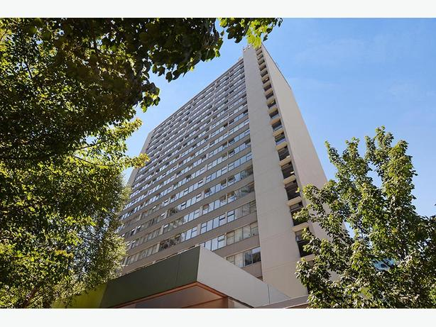 Avail. Jan  Charming  2 bedrooms Vancouver Georgian Towers Apartments