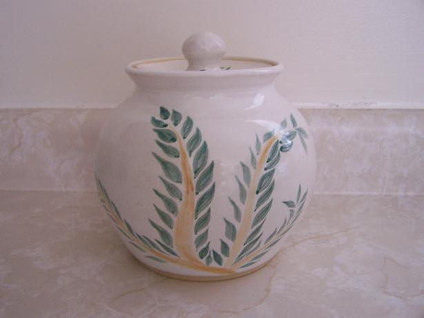 POTTERY CONTAINER/CANNISTER