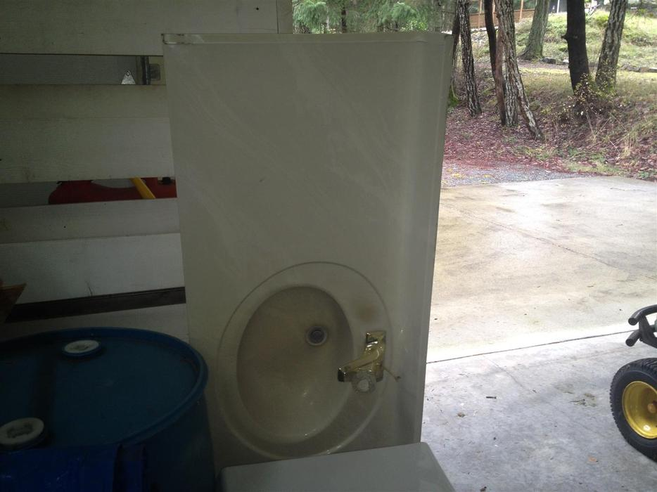 Free bathroom cabinets 1 pc counter top sink toilet for Bathroom cabinets nanaimo