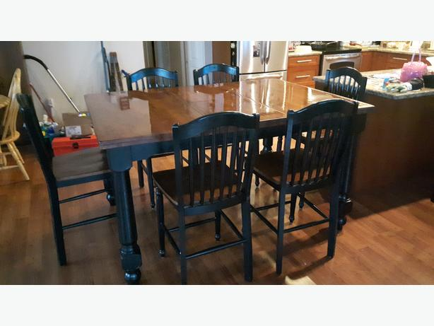 Bar Style Kitchen Table & 6 Chairs