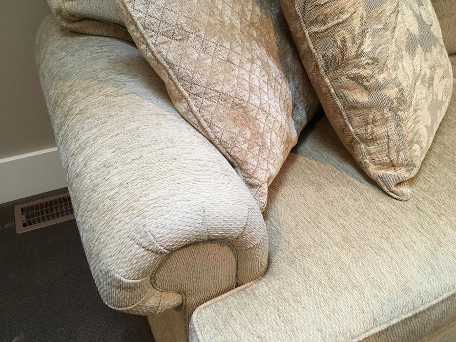 Henredon Sofa For Sale West Shore Langford Colwood