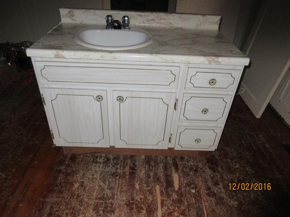 Free bathroom vanity cabinet and sink north saanich for Bathroom cabinets nanaimo