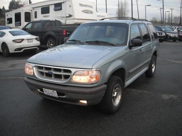 1996 Ford Explorer XLT 4-Door 4WD