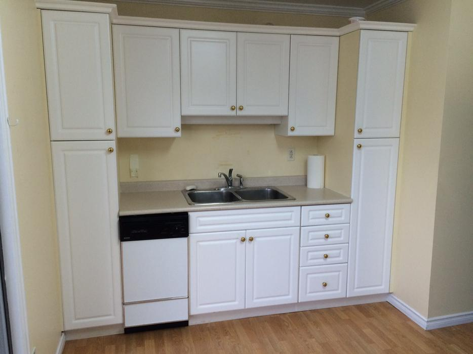 Kitchen cabinets countertop appliances north saanich for Kitchen cabinets kamloops