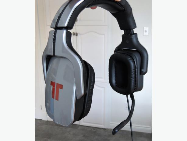 triton gaming headset and nhl ps2 game new stratford pei. Black Bedroom Furniture Sets. Home Design Ideas