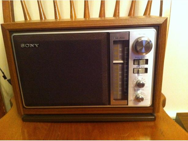 vintage sony icf 9740w 2 band am fm table radio central ottawa inside greenbelt ottawa. Black Bedroom Furniture Sets. Home Design Ideas