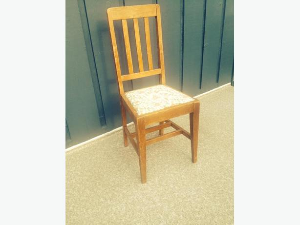 Oak dining room chairs set of 4 saanich victoria for Refinishing dining room chairs