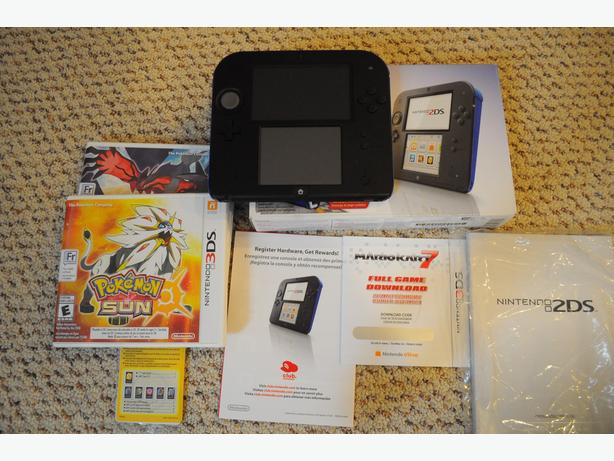 Nintendo 2DS W/ Pokemon Sun & Pokemon Y & Mario Cart 7