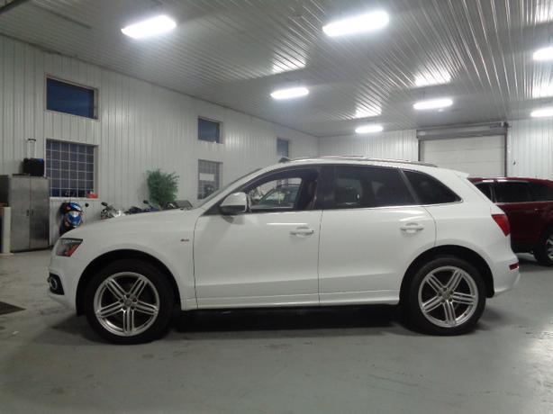Auto Sale Winnipeg: 2011 Audi Q5 3.2 #3474 INDOOR AUTO SALES WINNIPEG Outside