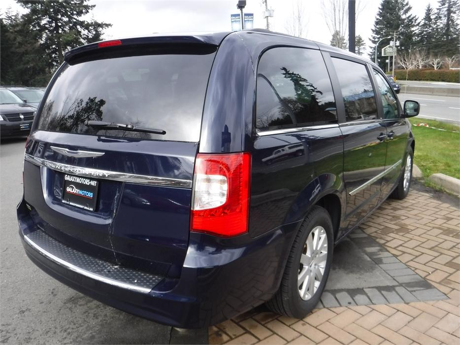 2013 chrysler town country touring 7 passenger reverse camera west shore langford colwood. Black Bedroom Furniture Sets. Home Design Ideas