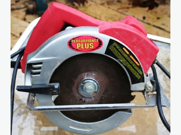 CIRCULAR SAW SKILL  HEAVY DUTY WORKS GREAT