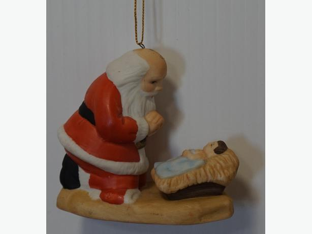 CHRISTMAS ORNAMENT - KNEELING SANTA