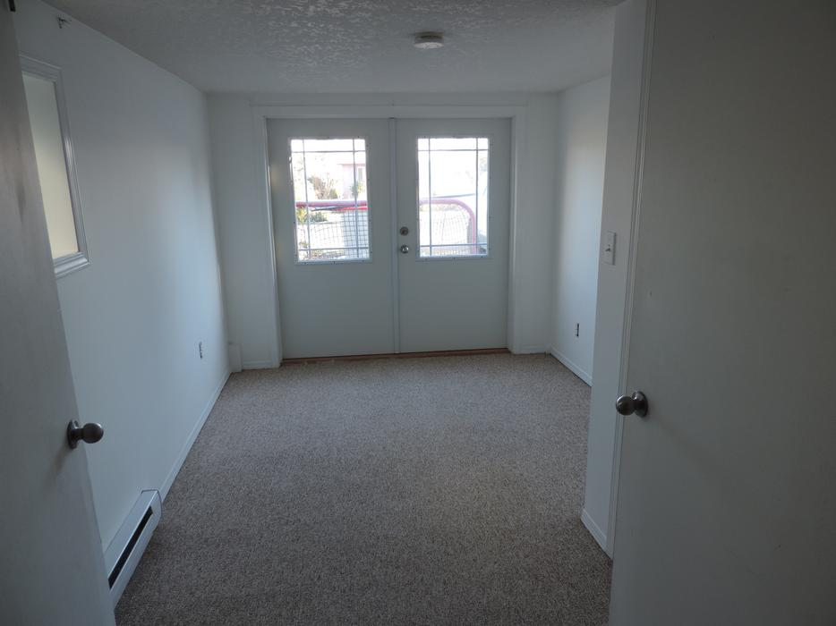 2 Bedroom Plus Private Laundry And Den For Rent January