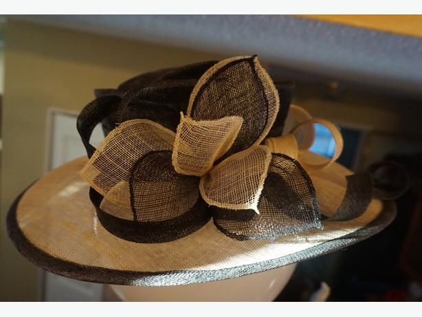 4U2C DESIGNER WOMANS LARGE BRIM HAT BLACK AND BEIGE COLOR