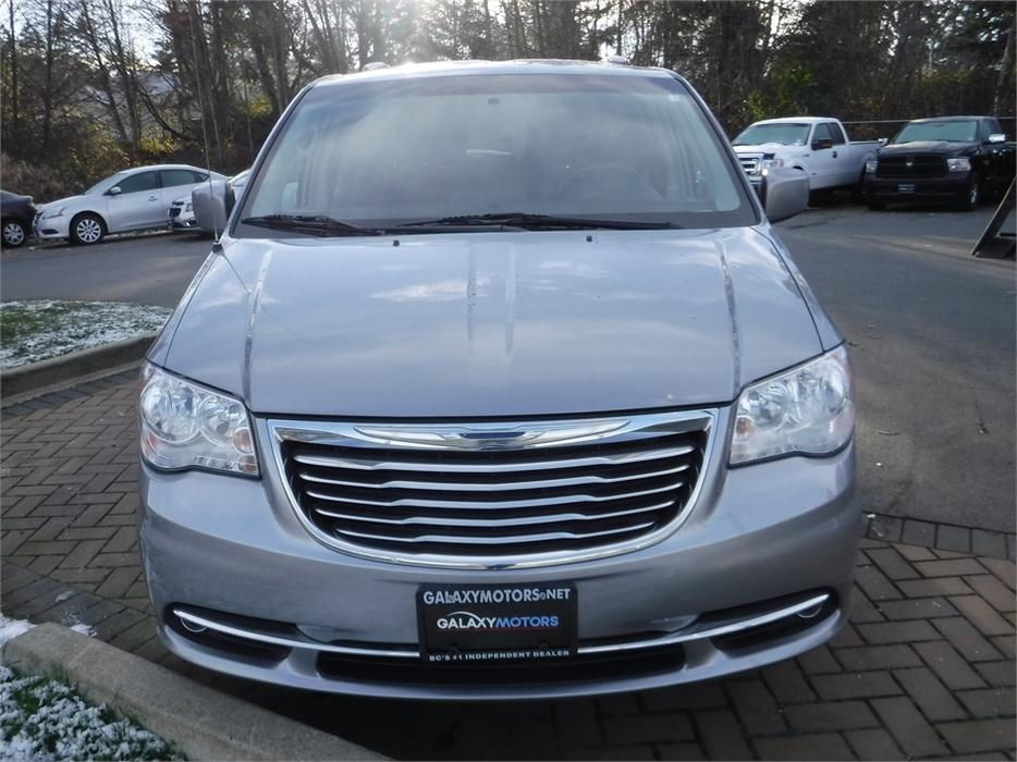 2013 chrysler town country touring 7 passenger reverse camera outside victoria victoria. Black Bedroom Furniture Sets. Home Design Ideas