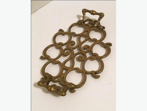 Brass Trivet Apples design