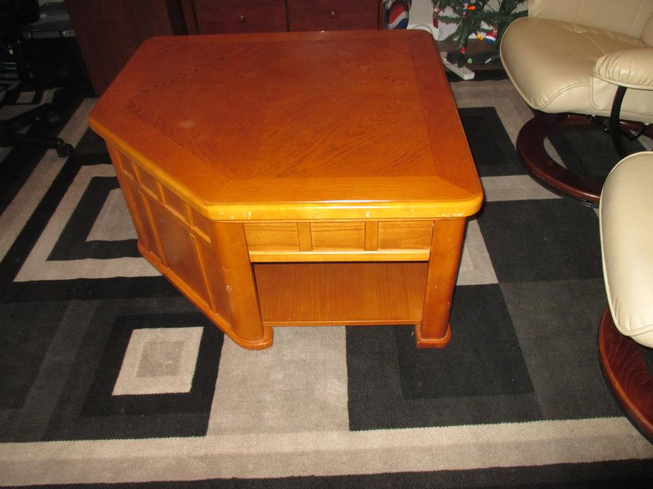 Lift up coffee table central saanich victoria for Coffee tables kelowna