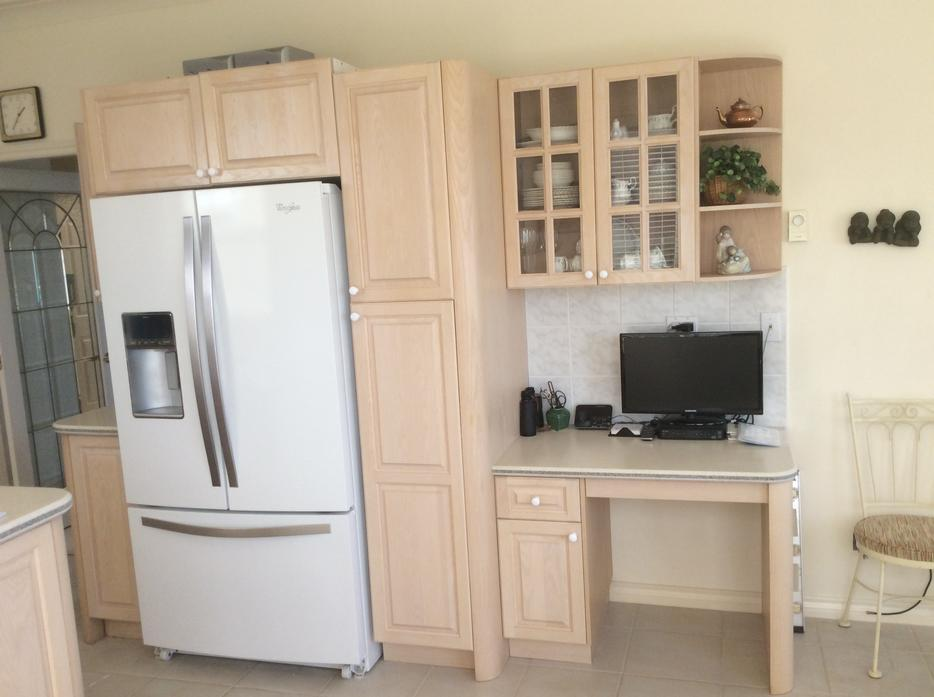 Kitchen cabinets with some appliances north saanich for Kitchen cabinets kamloops