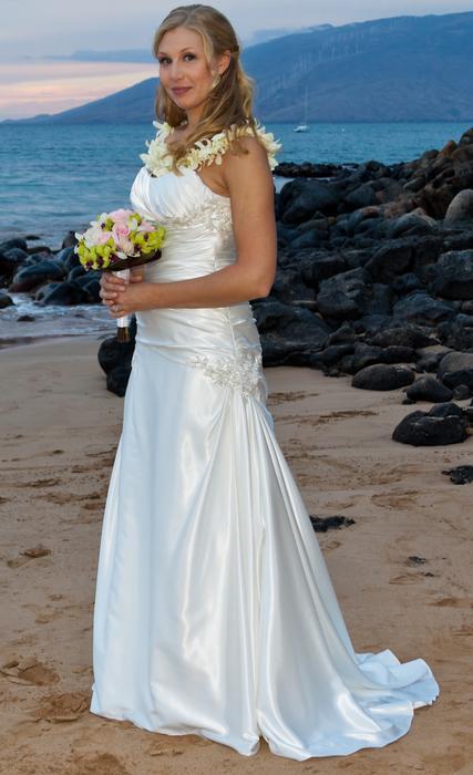 Beautiful wedding dress size 6 8 victoria city victoria for Used wedding dresses victoria bc