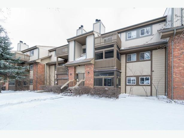 Stunning Ground Floor Condo in The Maples - Jennifer Queen