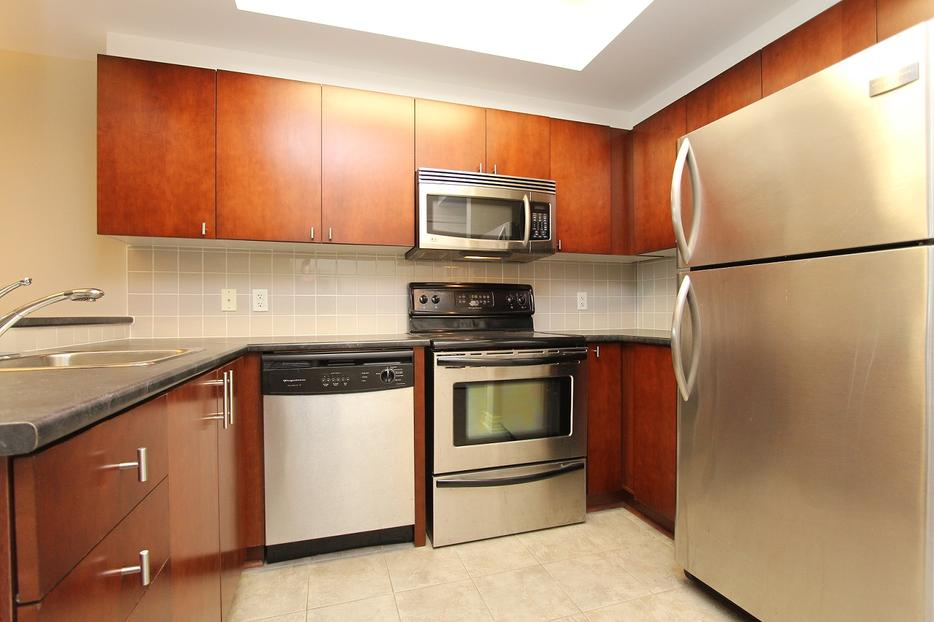 Incredible value priced to sell 1 bedroom den at 200 for 200 rideau terrace