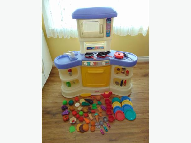 play family kitchen little tikes loaded with food dishes ages 2 6 victoria city victoria. Black Bedroom Furniture Sets. Home Design Ideas