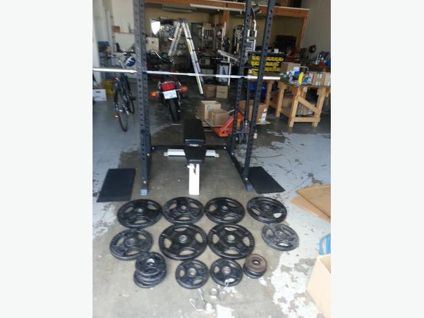 Squat rack bench bar and set of plates victoria city for Squat rack set