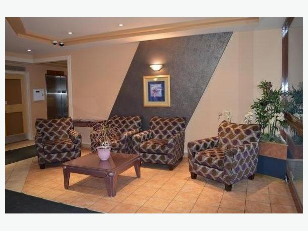 Great Furnished 1 Bedroom Rental With Indoor Pool And Great View Central Ottawa Inside