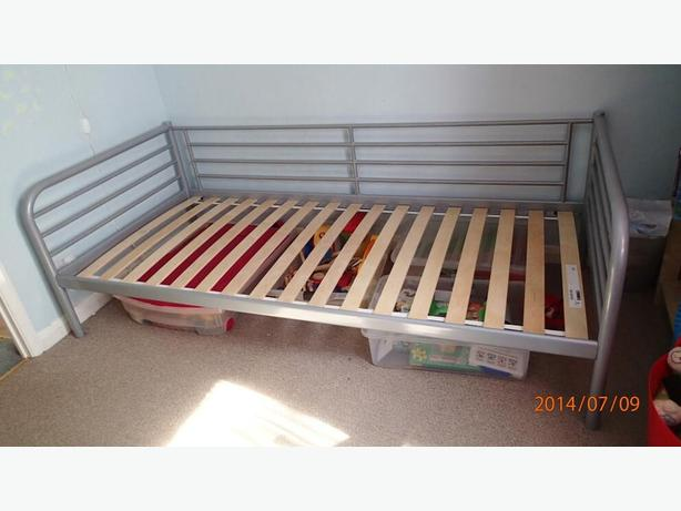 Ikea svarta daybed silver with twin mattress boxspring for Ikea silver spring