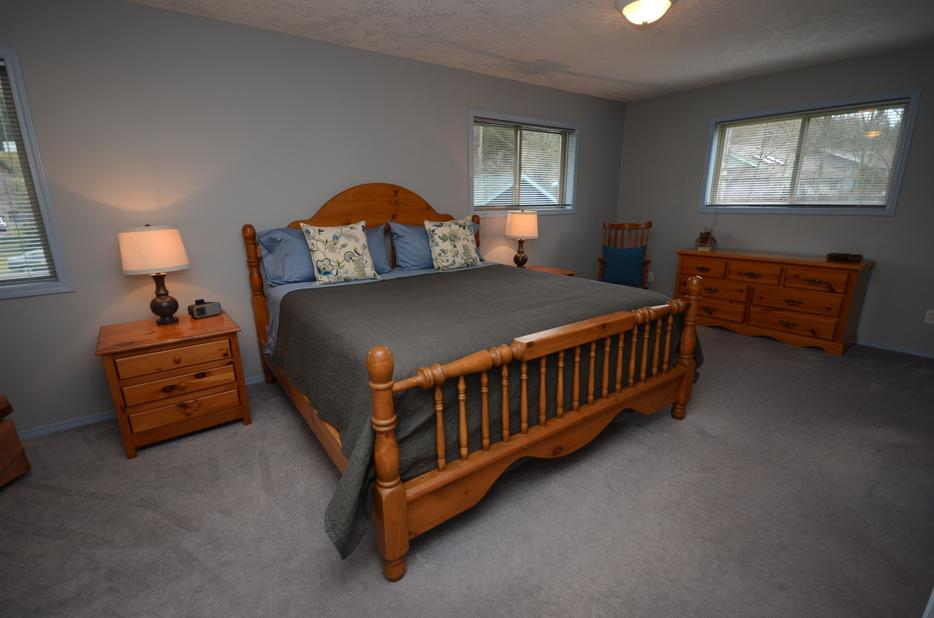 Used Cowichan Living Rooms