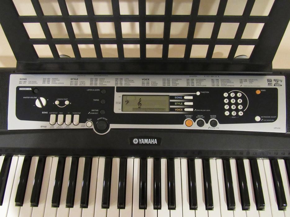 Yamaha ypt 210 piano keyboard with stand east regina regina for Yamaha piano store winnipeg