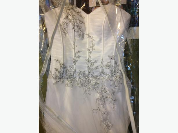 SYMPHONY OF VENUS AT4564 WHITE w/Black Embroidery SZ 10 WEDDING