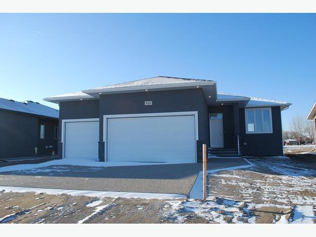 "1150 sqft, Triple Garage Bungalow in Bethune's ""Urban Fringe"" Subdivision"