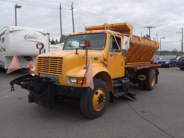 1999 International 4900 Snow Plow and Sander Truck Diesel with Underbody Blade