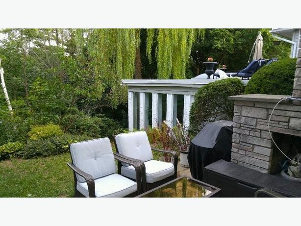 Furnished modern ravine view 1 bedrm apt in upscale home