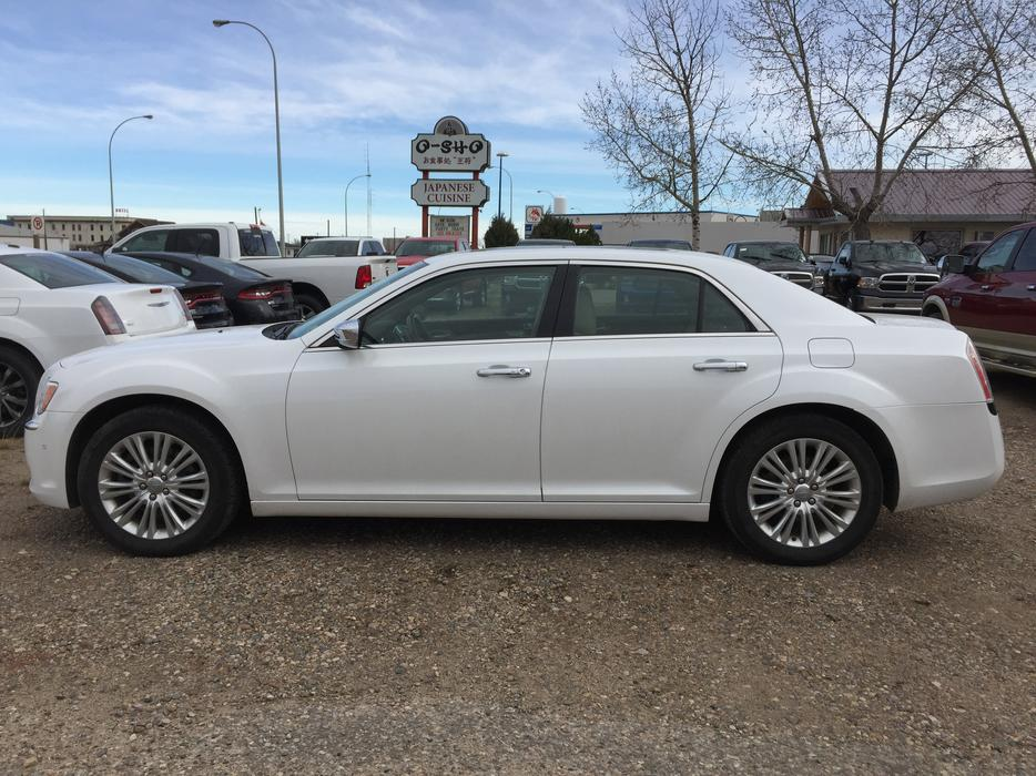 2011 chrysler 300c awd stock d2681a outside calgary area. Black Bedroom Furniture Sets. Home Design Ideas