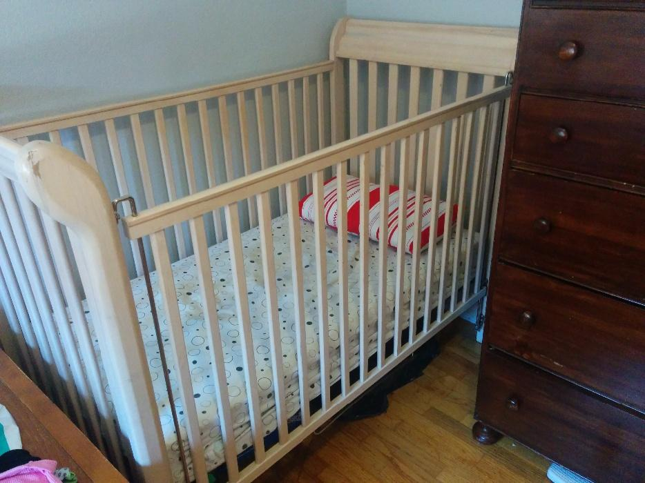 Free Wood Crib Victoria City Victoria Mobile