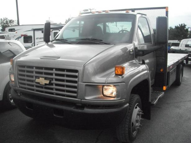 2006 Chevrolet C5500 17.5 Foot Flatdeck with Power Liftgate